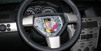 Armer geschändeter neuer Opel Astra