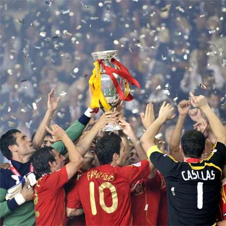 Spanien erkämpft sich den Pokal